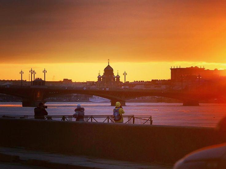 #sunset #city #landscape #saintpetersburg #russia #bridge #alexrupor #lumixgh4 #streetphotography #spring #church #sky #skyline by alexrupor
