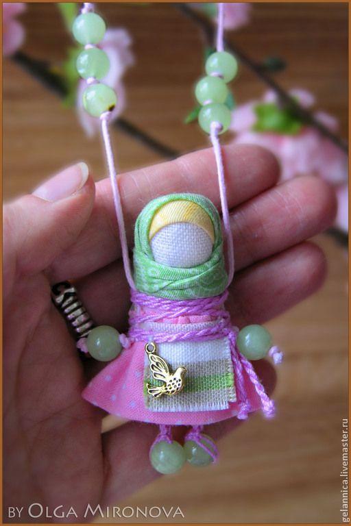 Купить Наперсница - бледно-розовый, наперсница, куколка-подвеска, подвеска…