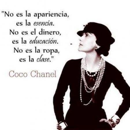 La frase de hoy es... No es la apariencia, es la esencia. No es el dinero, es la educación. No es la ropa, es la clase! #CocoChanel