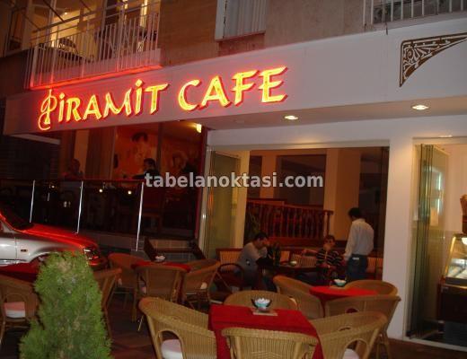 Piramit Cafe Neon Tabelası. Neon Tabela
