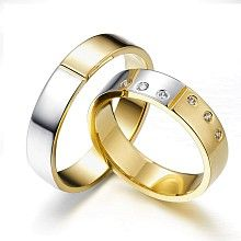 The successful duo – wedding rings of two-color gold decorated with six diamonds