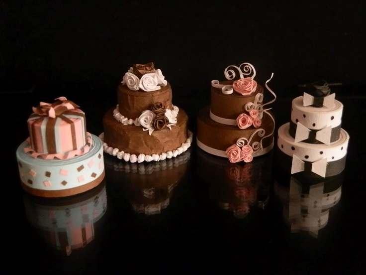 Uber cute quilled miniature paper cakes.
