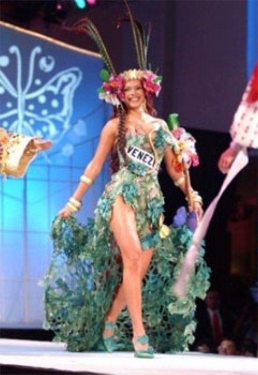 Mariangel Ruíz Miss Venezuela 2002. en Panamá en los Ensayos del Miss Universe 2003 en su Presentación del Traje Típico. Alegórico a Yare la Diosa de Sorte Yaracuy..