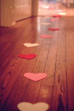 Um caminho de corações para revelar uma surpresa! linda idéia!