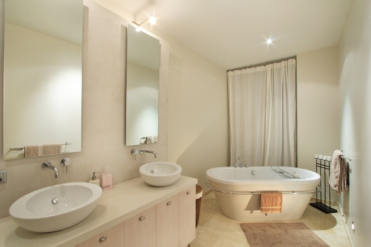 His and hers - Sundowner Villa, Camps Bay.