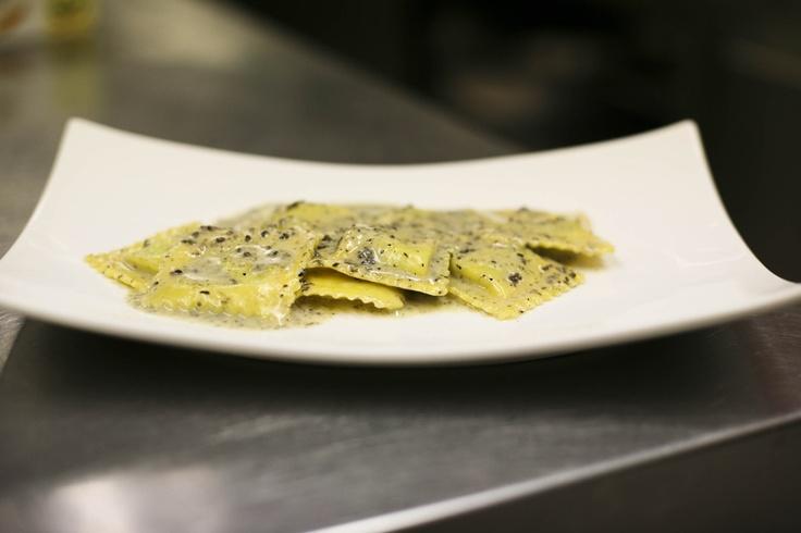 Raviolo al tartufo con pecorino di fossa. #raviolo # ...