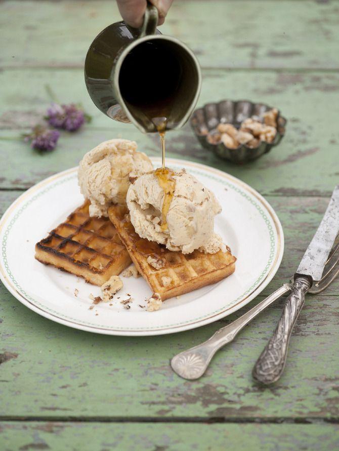 Walnut ice cream with waffles and maple syrup. Styling: Hege Jørgensen. Photo: Thor Brødreskift.