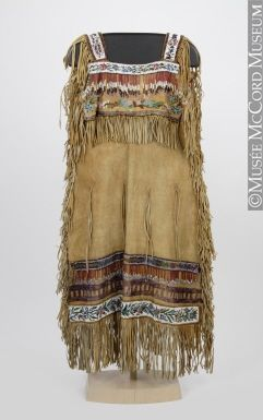 Robe am rindienne sur pinterest impression native for Vetements artisanat indien