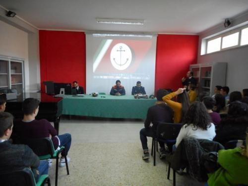 Calabria: La #Guardia #Costiera a scuola con gli studenti di Nicotera (link: http://ift.tt/2hX3Vfo )