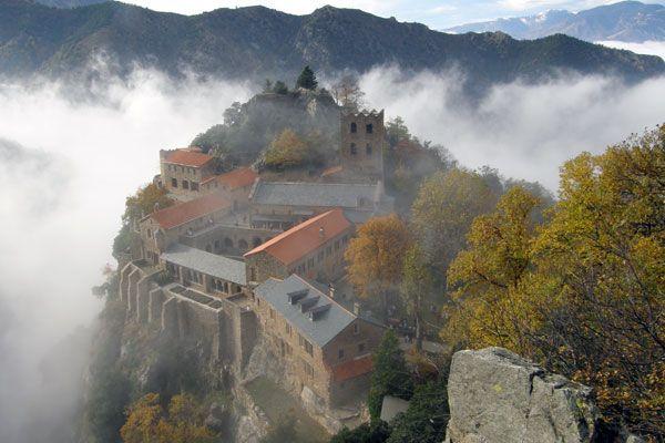 Découverte touristique de l'Abbaye Saint-Martin du Canigou