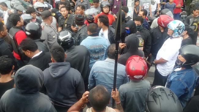 Chaotic scenes ... The police riot squad at Kerobokan jail.  #bali #gang #riot #kerobokan #prison #news #guide #balithisweek