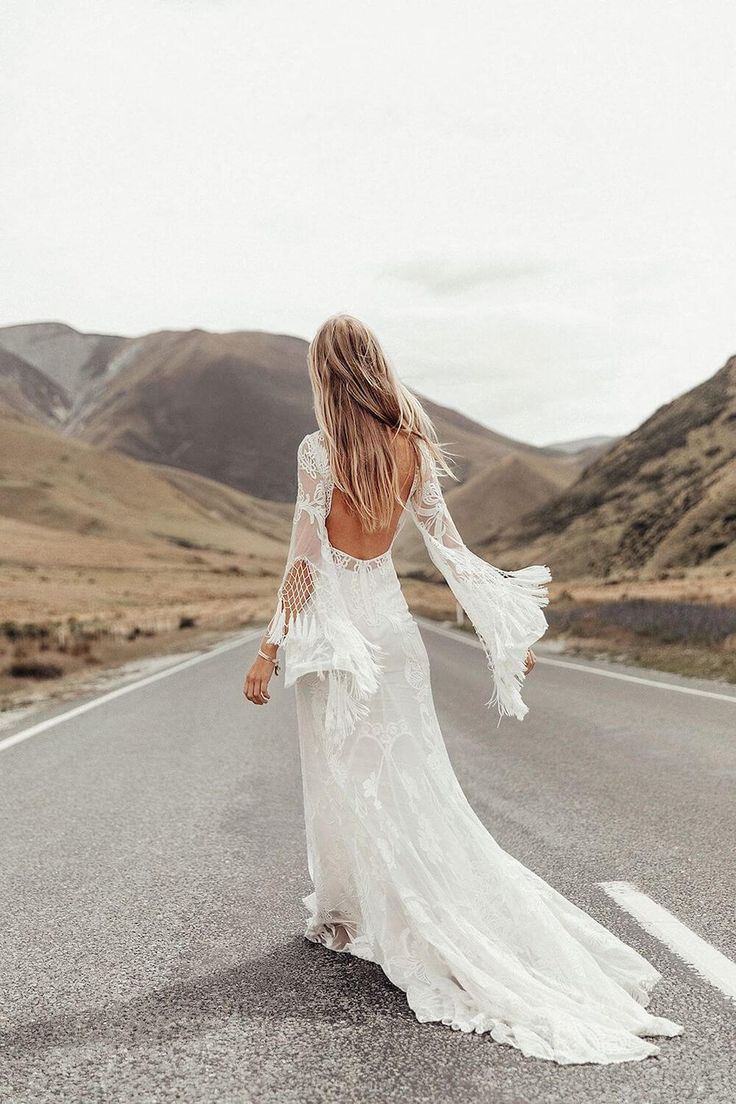 The most romantic bohemian lace wedding dresses you will fall in love with