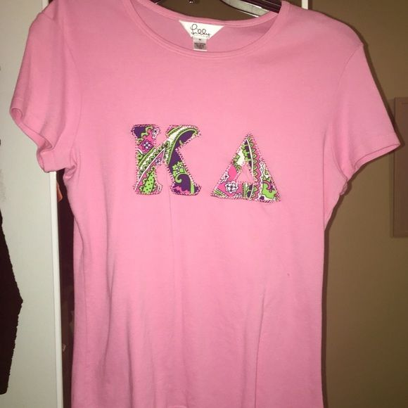 Lilly Pilitzer Kappa Delta Shirt Never worn Lilly Kappa Delta t-shirt. This was a gift from my big and I just never wore it. Would love to find it a good home with a KD! It's in great condition--the letters need to be ironed out a bit. Lilly Pulitzer Tops Tees - Short Sleeve