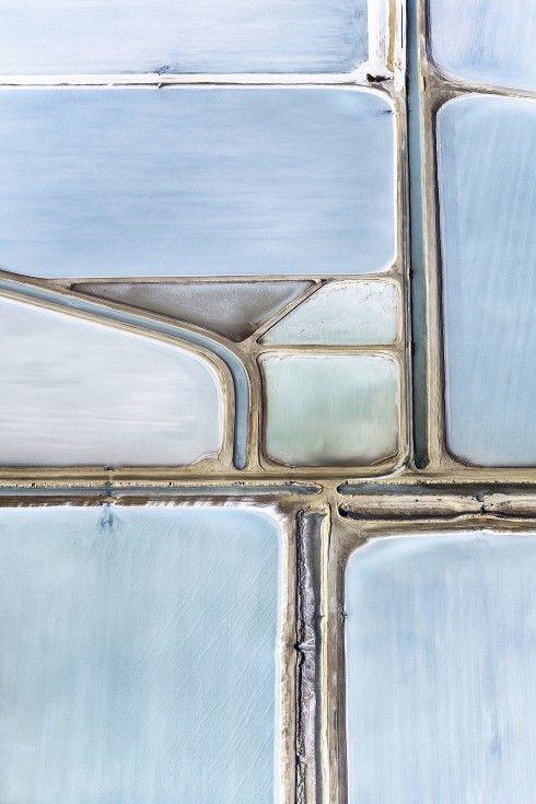 Zoutvelden in West-Australië, gezien vanuit de lucht - nrc.nl