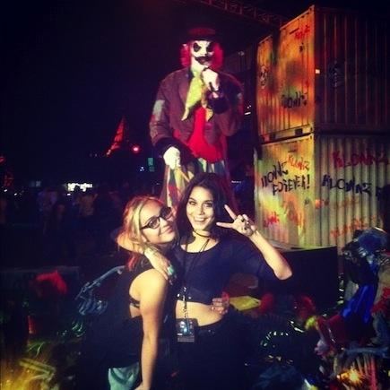 vanessa hudgens and joe jonas hit halloween horror nights amusement parks zoos more pinterest halloween halloween horror nights and halloween - Joe Jonas Halloween