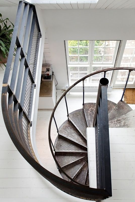 spiral staircase via STIL INSPIRATION: Dream house for sale