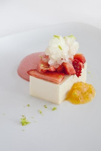 FLAM SUAU de formatge fresc amb maduixots i cítrics. Restaurant Els Tinars. www.elstinars.com