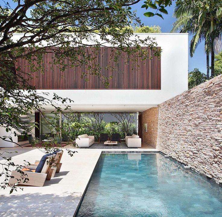 AH House by Studio Guilherme Torres