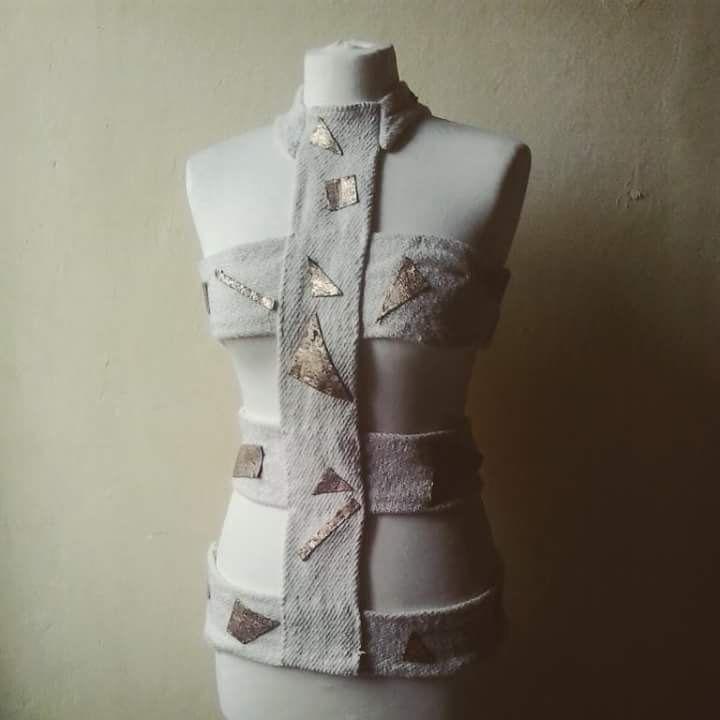 Corpetto corsetto bodice corset bianco panna in cotone biologico con inserti di garza dorata. Pezzo unico handmade. di Mercurioargento su Etsy
