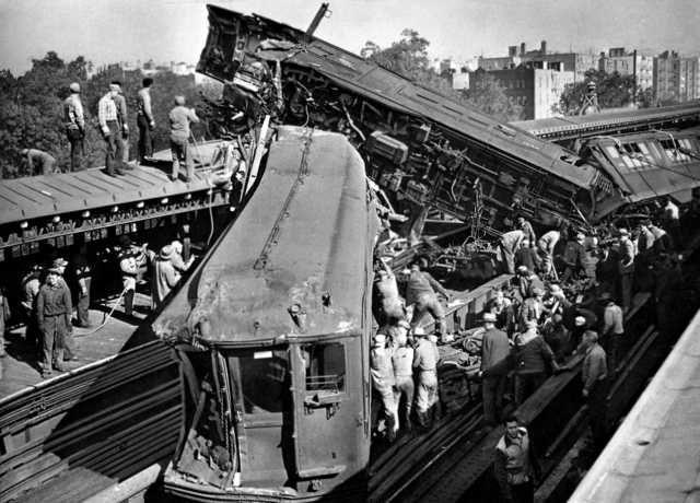 Subway Crash New York City October 1952 1280x920 New York Subway Vintage New York New York People