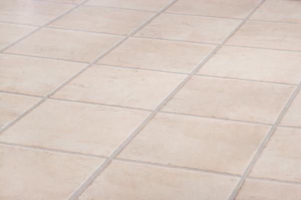 Cómo limpiar un piso cerámico. Las baldosas de cerámica son uno de los revestimientos de suelos más utilizados en los hogares, ya que su mantenimiento y limpieza no requiere demasiados cuidados específicos y, a su vez, suelen resul...