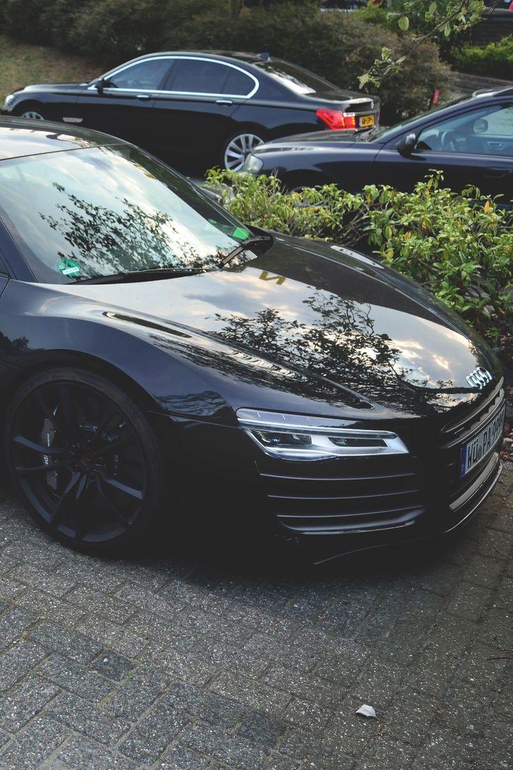 Audi R8 X BMW 7 Series