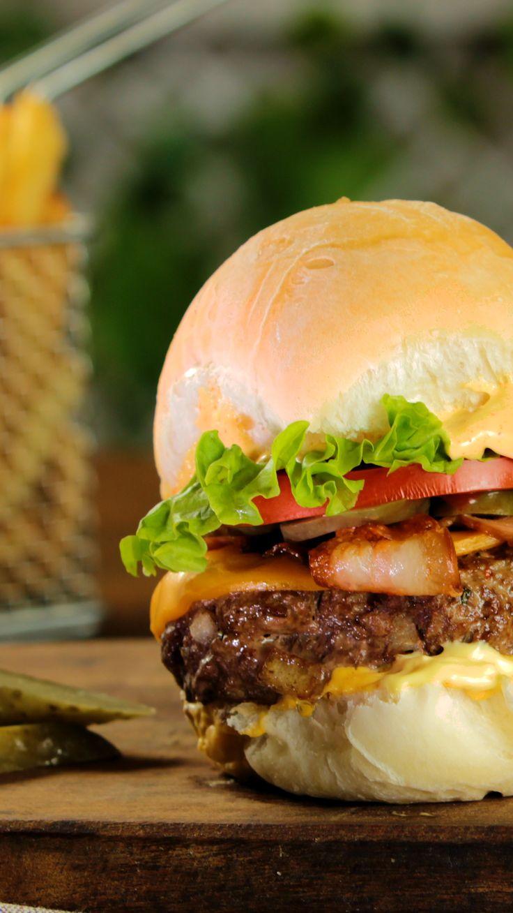 How to Make Best Burger - Delicious Burger - easy tasty hamburger recipes - burger ideas - vegan burger for diet - wet loss burger - low carb burger Beef Recipes, Chicken Recipes, Cooking Recipes, Cooking Bacon, Hamburger Recipes, Cooking Wine, Cooking Utensils, Homemade Burgers, Delicious Burgers