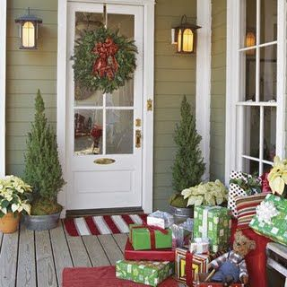 love this for Christmas decorating!Holiday, Decor Ideas, Porches Decor, Front Doors, Back Porches, Christmas Porches, Christmas Decor, Front Porches, Christmas Door
