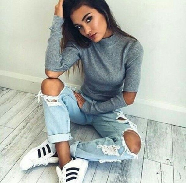 Wheretoget - Grey long-sleeved tee-shirt, light blue ripped jeans and white sneakers with black stripes
