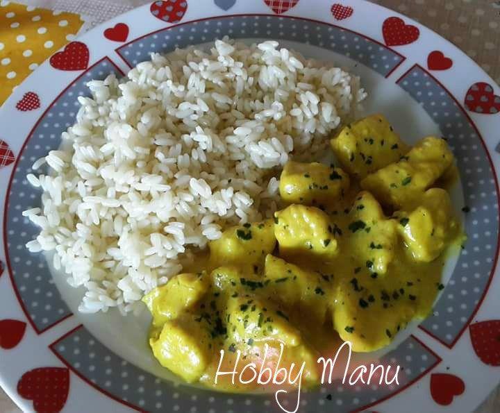 Bocconcini+di+pollo+al+curry+con+contorno+di+riso+ribe+bianco