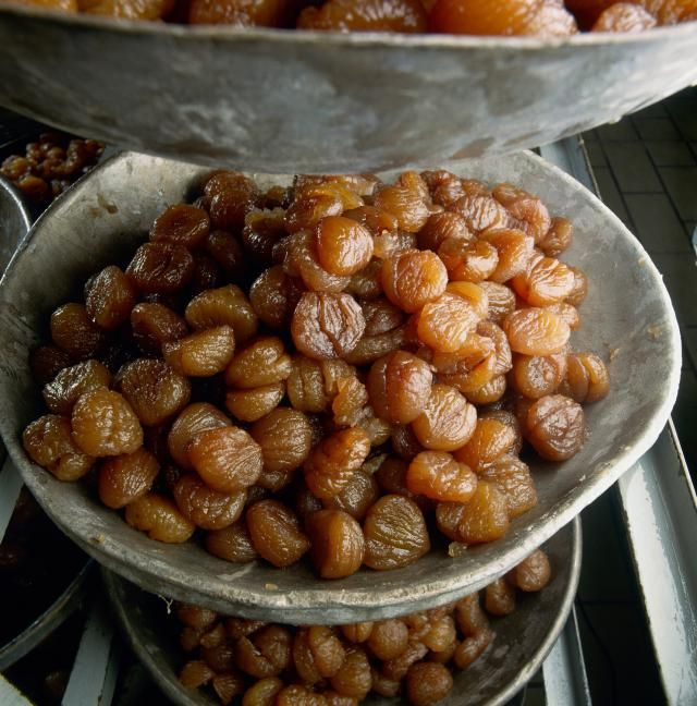 An easy recipe for Italian-style candied chestnuts.