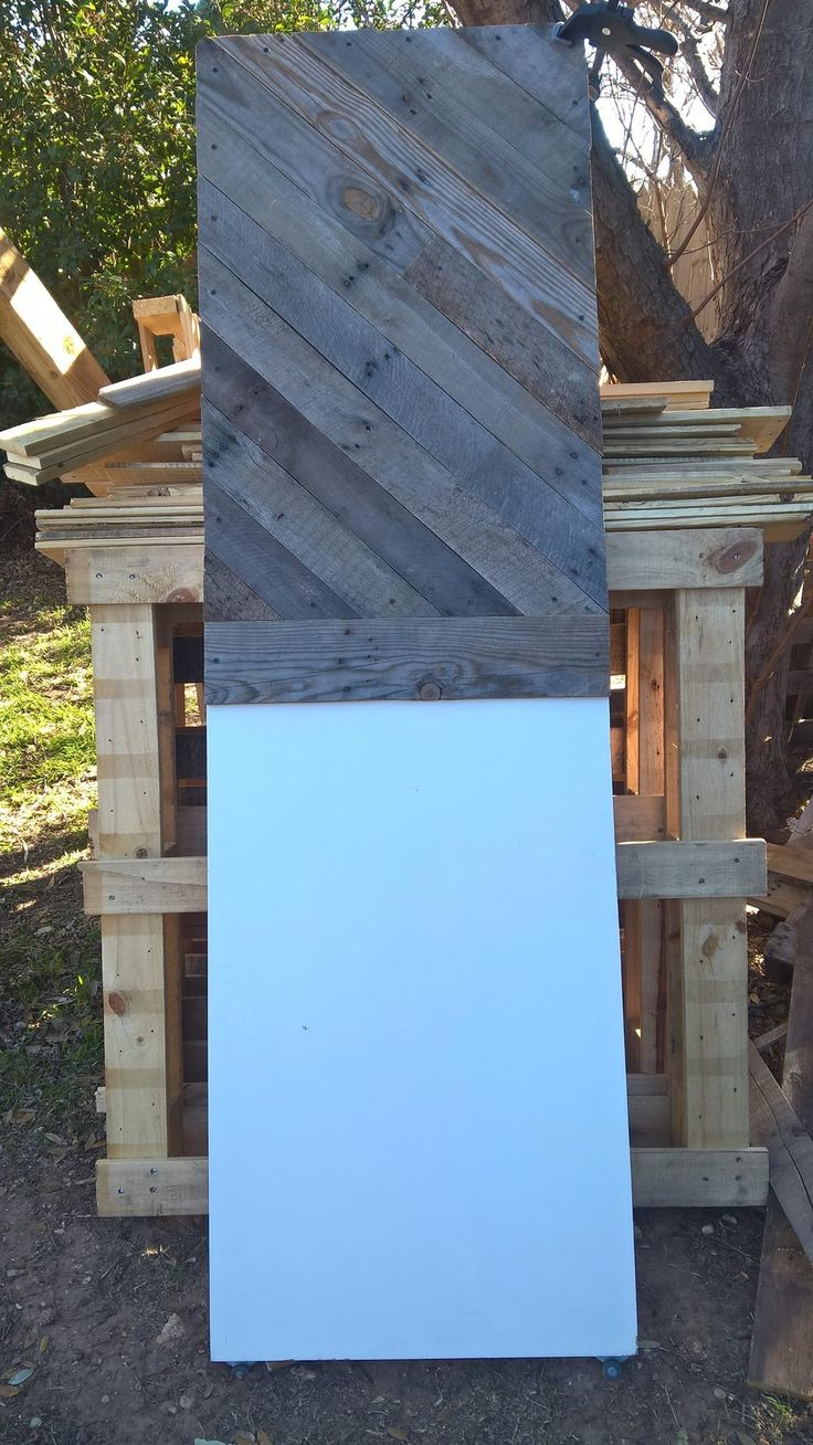 51 51 diy headboard ideas to make the bed of your dreams snappy pixels - King Sized Pallet Headboard From An Old Door Pallet Ideas
