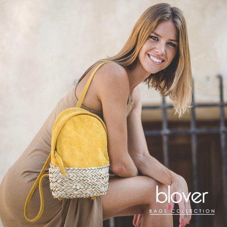 La minimochila Dasha es un bolso amarillo ideal para todas las ocasiones. Realizada en piel suede ocre será el perfecto aliado para tu outfit.