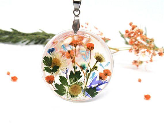 Real Flower necklace pressed flowers jewelry Botanical Etsy Flower jewellery, Pressed flowers, Real flower jewelry
