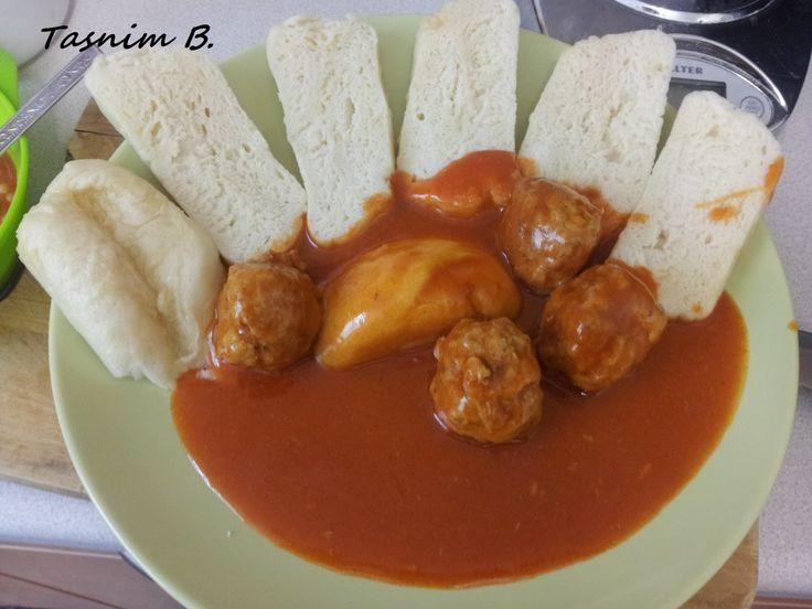 Tento recept som zdedila od mojej mamky. Omacka: paradajkovy pretlak hladka muka sladka cervena paprika sol, cierne korenie, Cuko...