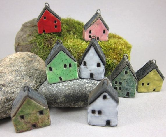 I am currently very much enamored of tiny little houses made of various mediums. <3