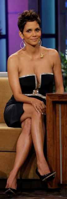 Who made  Halle Berry's black strapless dress that she wore on March 11, 2013?