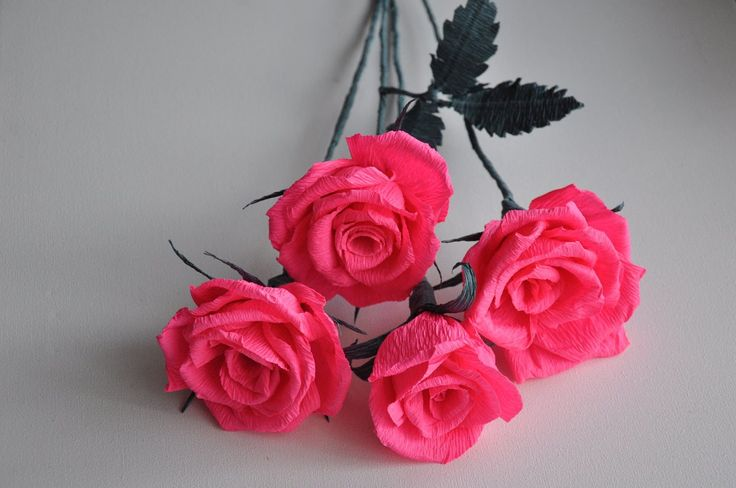 Another rose of crepe paper - easy, beautiful and very decorative.