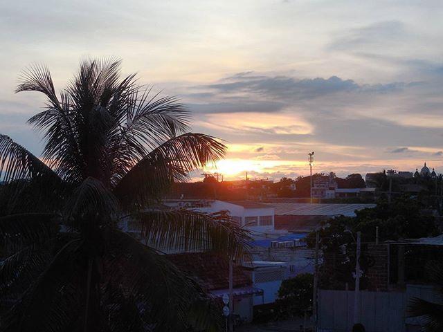 Reposting @daveontheway: Atardeceres que no decepcionaban en esta perla del Caribe. . . . #amoviajar #wanderlust #pasionporviajar #viajante #mochilao #everydayeverywhere #turismo #viajar #viajaresvivir #viajaporelmundo #viajaelmundo #travel #travels #travelgram #traveller #travelling #instatravel #viaje #viajes #viajeros #viaja #viajando #travelpics #travelpic #travelife #travellife #phototravel #travelphoto #mochilero #mochileros
