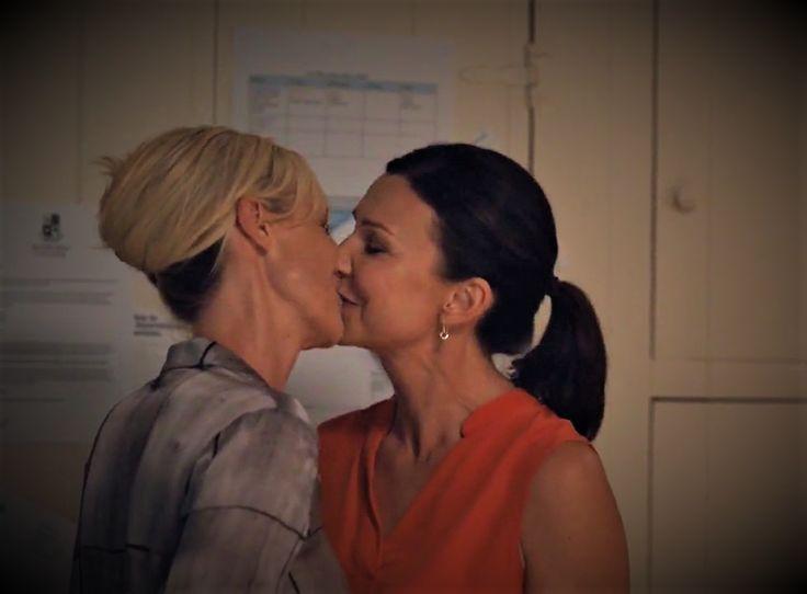 Bianking kiss season 3 😍 Janet King and Bianca Grieve. Marta Dusseldorp, Anita Hegh #Bianking