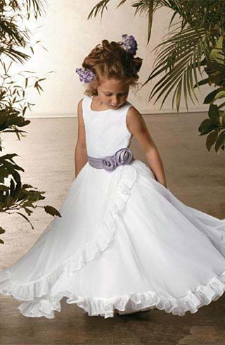 Wedding Flower Girl @ jes . This would look cute on the girls.