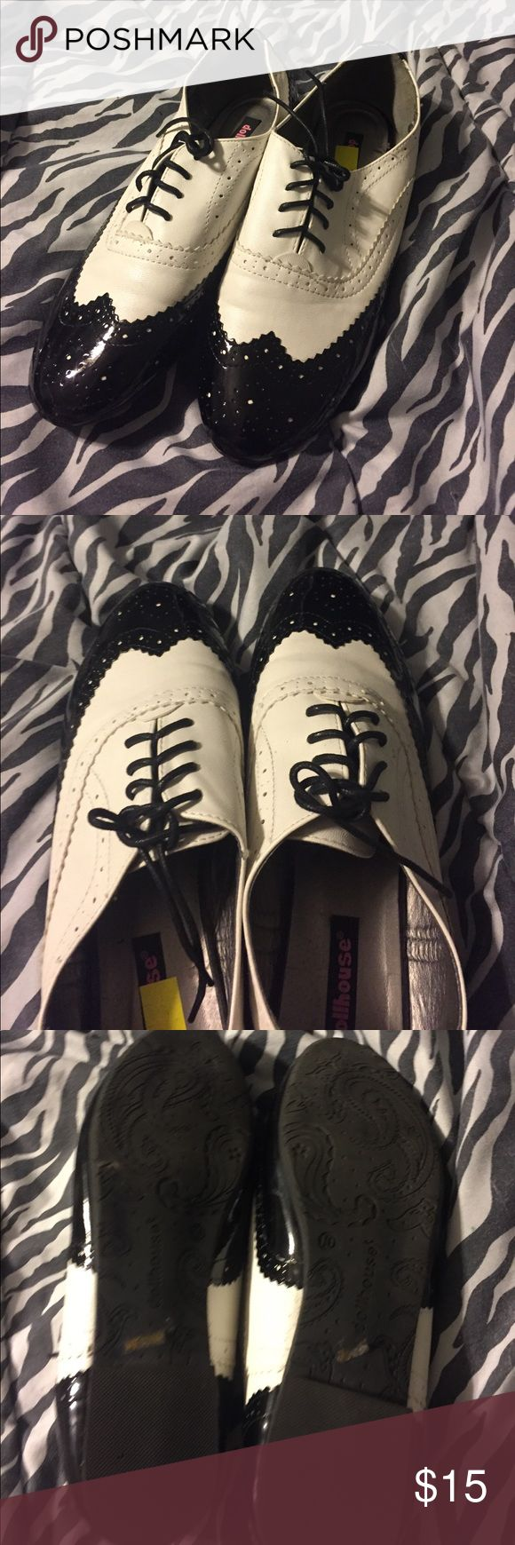 Oxford like shoes Barely worn. Super comfy and cute for a vintage look! Dollhouse Shoes Flats & Loafers