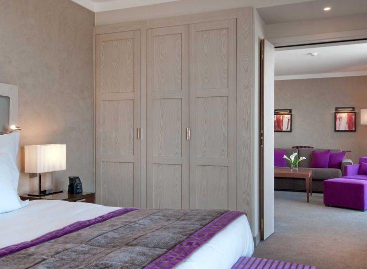 Lit king size dans la suite Executive de l'hôtel Hilton à Évian-les-Bains   France  #France #Evian #Hotel #Chambre #Bedroom #Lit #Bed #Hilton