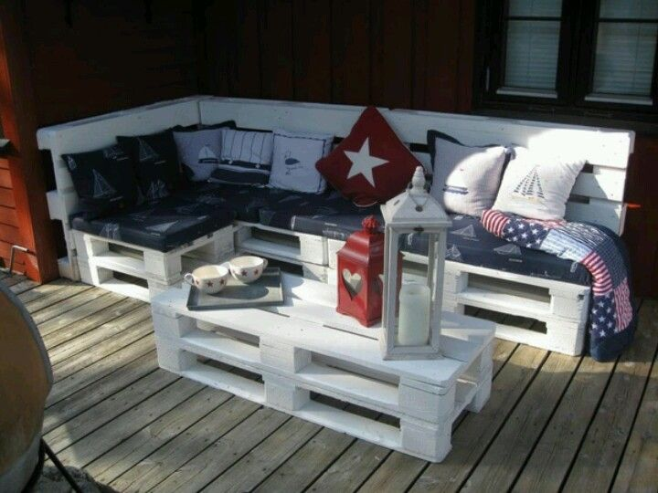Pallets outdoor furniture :-) LOVE IT!!!!