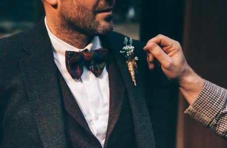 Rustic wedding. Groom photography. Bow tie. Be inspired by @theinspirassion