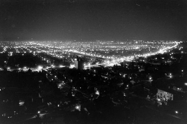 Hollywood, 1938. These are the bright lights that Vivian dreams of.  http://amzn.to/2tLplUS