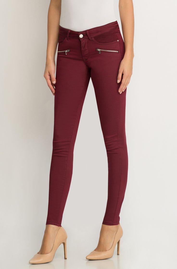 Přiléhavé kalhoty s ozdobnými zipy