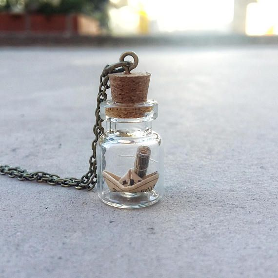 This beautiful globe bottle pendant has a mini paper boat and a little parchment inside. Bottle Size: about 15mm x 22mm. This would make such a lovely gift for someone who really appreciate the small, beautiful things in life. You also have the possibility to write a message or a secret