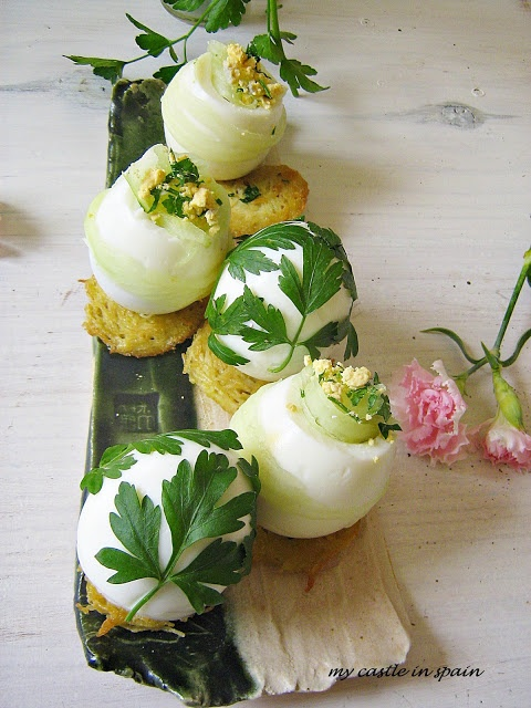 Beautiful hard-boiled eggs for Easter via My Castle in Spain