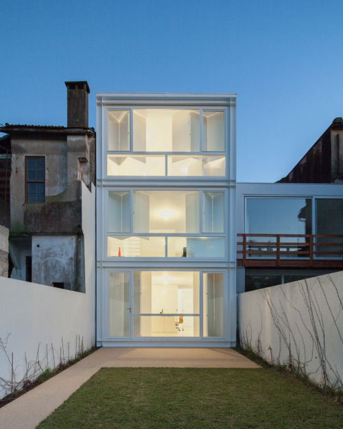 Lindo Vale Row House By Cláudia Monteiro And Vitor Oliveira.